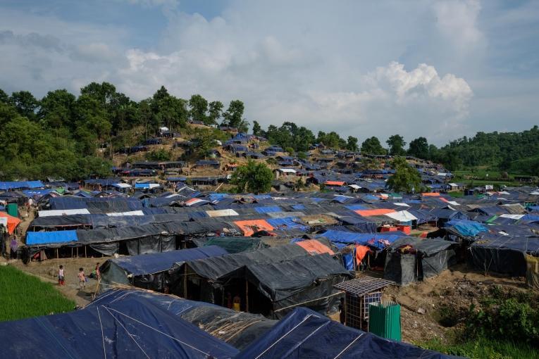 Vue du camp d'Unchiparang, un des nombreux camps ou s'installent les rohingyas nouvellement arrivés.    © Antonio Faccilongo
