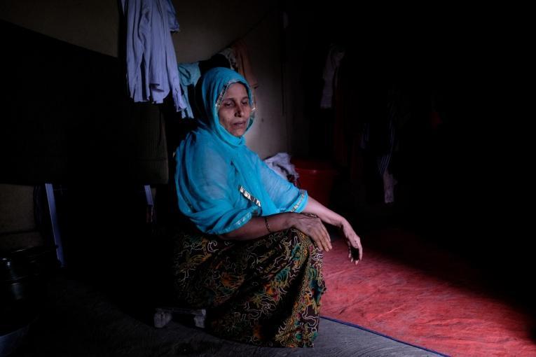 Femme rohingya hébergée par une famille bangladaise locale  © Antonio Faccilongo