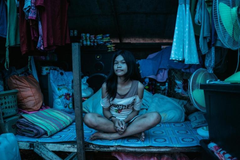 Une bénéficiaire du programme de vaccination dans son abri de fortune.  © Hannah Reyes Morales