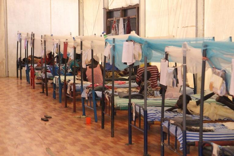 Médecins Sans Frontières gère un hôpital de 40 lits dans le site de protection des civils de Malakal.  © Philippe Carr/MSF