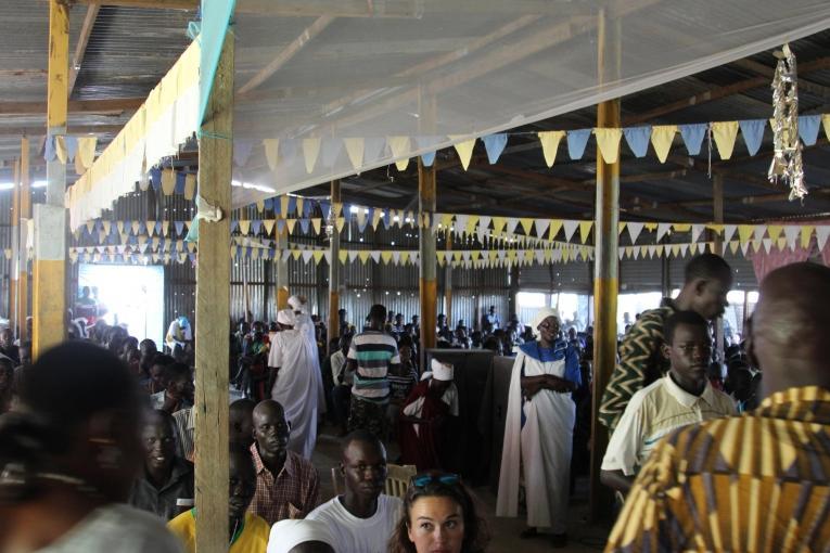 L'église et le service religieux sont des moments précieux pour la communauté du camp de protection des civils, qui leur donnent la possibilité de se réunir et de partager leurs expériences.  © Philippe Carr/MSF