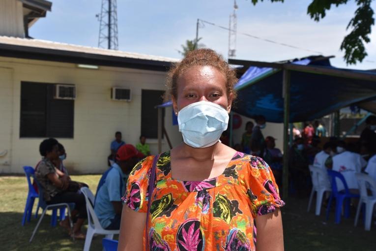 Giakila est atteinte de tuberculose résistante. Elle a été diagnostiquée à l'hôpitalGerehu dePort Moresby, dans lequel MSF soutient les activités de lutte contre la tuberculose. Papouasie-Nouvelle-Guinée. 2017.  © Sophie McNamara/MSF