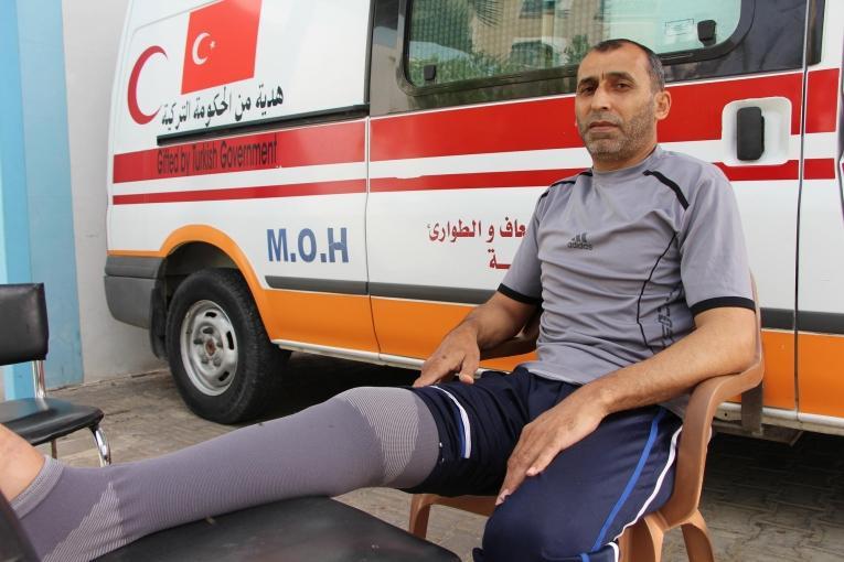 Jameel a 50 ans. Il est suivi par les équipes de Médecins Sans Frontières à la clinique de Beit Lahia pour une blessure par balle.  © Laurie Bonnaud/MSF