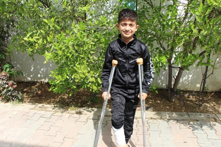 Yahya a 11 ans. Il a été blessé par balle à la jambe.  © MSF/Laurie Bonnaud