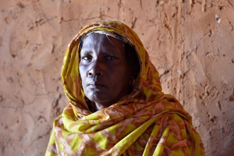 Kingui est la matrone d'un village depuis 10 ans. Les matrones jouent un rôle central dans les lieux d'écoute misen place par Médecins Sans Frontières, notamment pour établir une relation de confiance avec les femmes qui s'y présentent.  © Elise Mertens/MSF