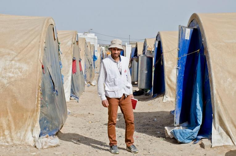 Ali, agent de santé communautaire pour MSF à Qayara.  © Hassan Kamal Al-Deen/MSF