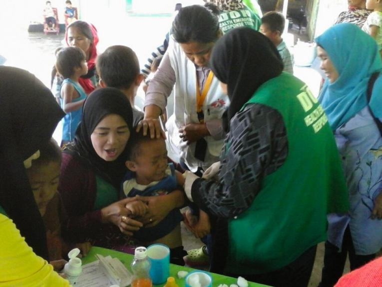 En collaboration avec l'Office de santé de la ville de Marawi, MSF a aidé à vacciner 5 638 enfants durant la récente épidémie de rougeole dans la région de Mindanao.  © Shinjiro Murata/MSF