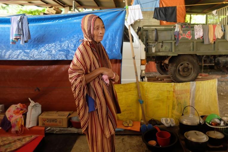 Mettre sa vie en suspens: durant le siège, seule une personne sur dix a pu se réfugier dans un camp officiel. La plupart ont trouvé refuge dans des abris informels, notamment des garages.  © Baikong Mamid/MSF