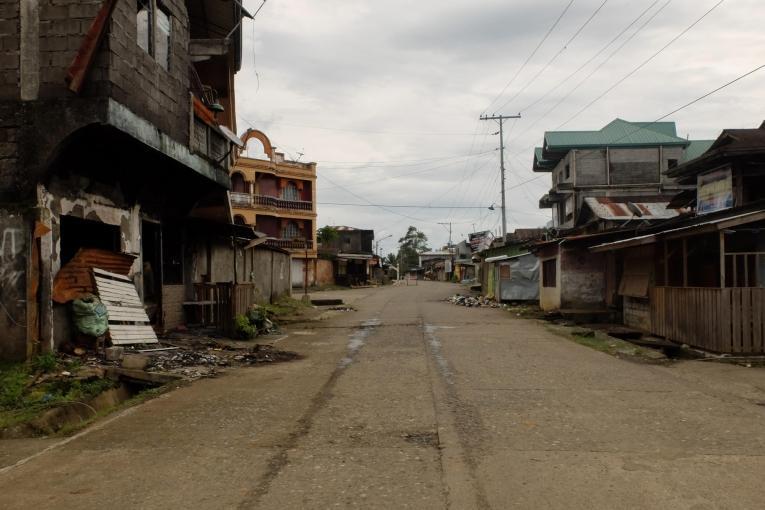 Rues abandonnées dans les quartiers extérieurs de la ville de Marawi, plusieurs semaines après la fin du siège. Progressivement, quelques familles reviennent.  © Rocel Ann Junio/MSF