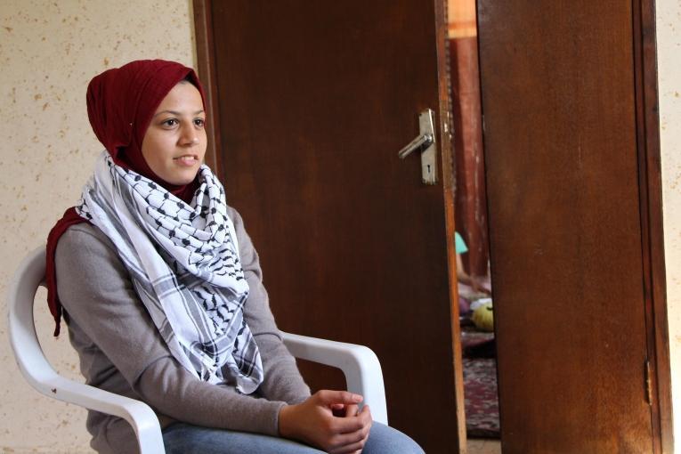 Estabarak, 17 ans, habite le village de Madama en Cisjordanie. Elleest suivie par l'équipe de psychologues de Médecins Sans Frontières. 2018.  © Laurie Bonnaud/MSF
