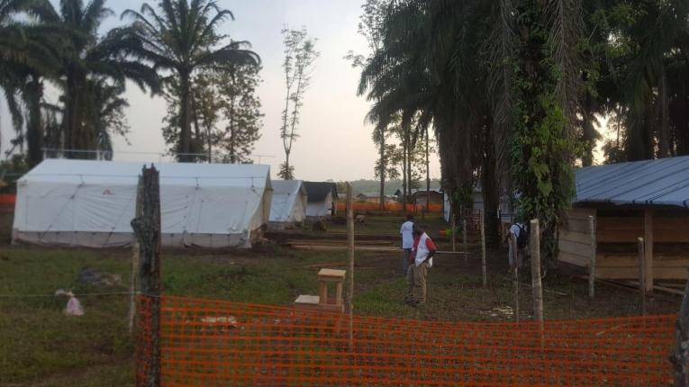 Intervention des équipes de MSF dans la localité de Mangina, en réponse à une épidémie d'Ebola. République démocratique du Congo. Août 2018.  © Sylvie Michaud/MSF