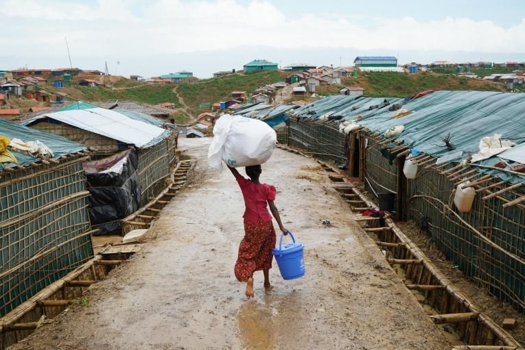 La mousson a fait des ravages dans le camp, entraînant des glissements de terrain et causant des blessures ainsi que la destruction d'infrastructures.  © Dalila Mahdawi/MSF