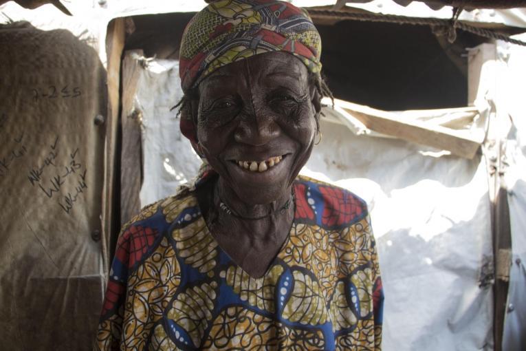 Maryam a 80 ans. Elle est veuve et habite dans le camp de déplacés de Bama. Nigeria. 2018.  © Natacha Buhler/MSF