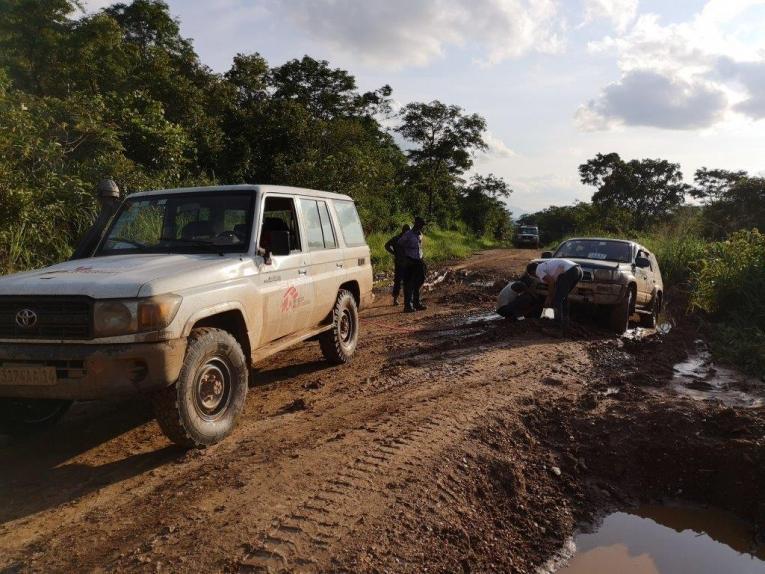 Même à l'aide de 4x4 les routes sont très difficilement praticables, particulièrement pendant la saison des pluies. République démocratique du Congo. 2019.  © Bérengère Guais/MSF