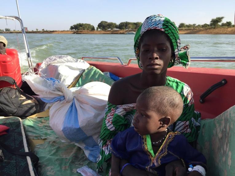 Kassé et son fils de deux ans. 2018. Mali.  © Lamine Keita/MSF