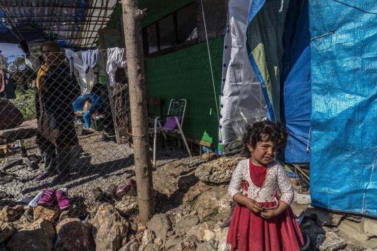 Cette petite fille originaire d'Afghanistan est arrivée à Samos début mars. Elle vit dans le camp de Vathy avec ses parents et 3 frères et soeurs.  © Anna Pantelia/MSF