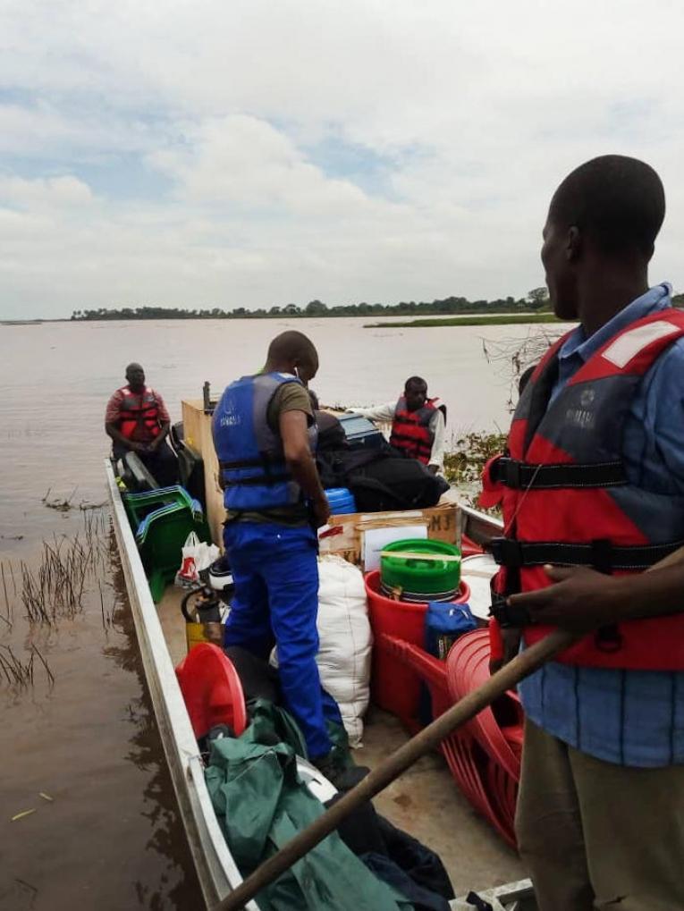 Au Malawi, certaines zones difficiles d'accès nécessitent l'emploi de bateaux ou d'hélicoptères.  © MSF