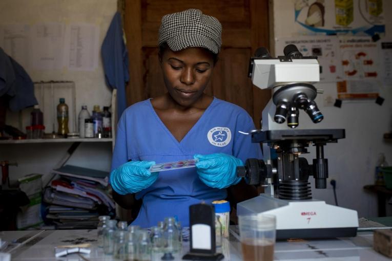MSF soutient les centres de santé de Beni avec du personnel médical, des dons de médicaments et de matériel médical.  © Pablo Garrigos/MSF