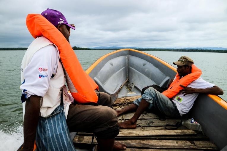 De nombreux villages ne sont accessibles que par bateau, ce qui rend difficile pour certains patients de se rendre aux centres de santé.  © Sara Bechstein/MSF