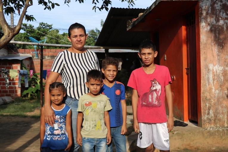Garith et ses quatre enfants habitent à Tame. Colombie. 2019.  © MSF/Esteban Montaño