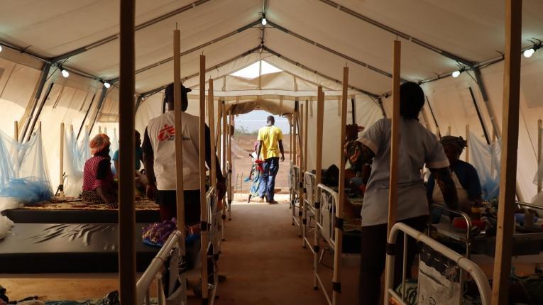Unité d'hospitalisation pour enfants et adultes de l'hôpital de Titao. Février 2020, Burkina Faso.  © Noelie Sawadogo/MSF