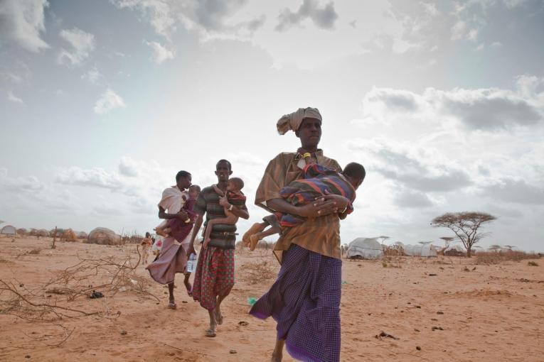 Des réfugiés somaliens dans le camp de Dadaab, au Kenya, 2011.  © Brendan Bannon