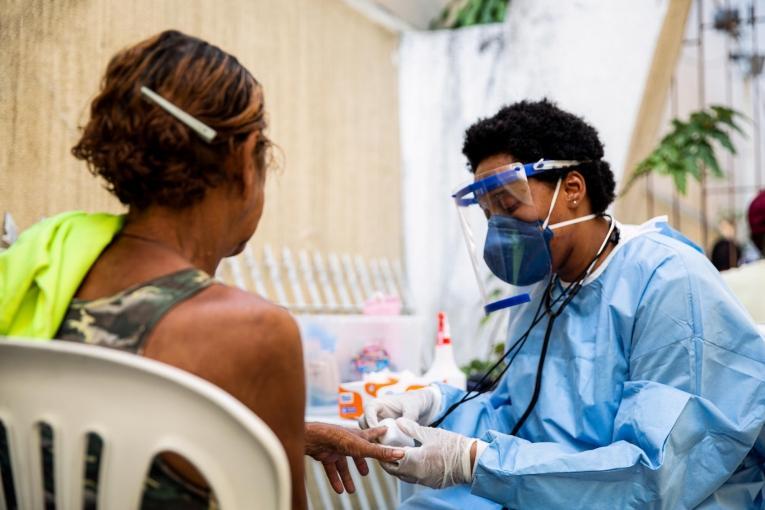 Intervention des équipes MSF auprès des populations vulnérables dans la ville de Rio de Janeiro. 2020.  © Mariana Abdalla/MSF