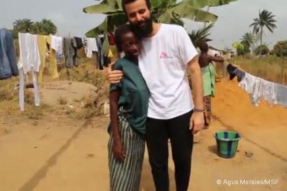 Adama rentre chez elle après avoir survécu au virus Ebola, mais elle a perdu l'enfant qu'elle portait.