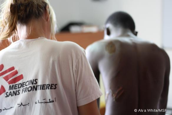 À bord de l'Aquarius, navire de sauvetage en Méditerranée, les médecins MSF prennent en charge des migrants ayant été victimes de violences en Libye.