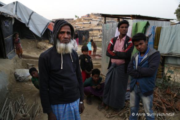 Ali Ahmed est un réfugié rohingya âgé de 80 ans vivant dans le camp de fortune de Jamtoli.