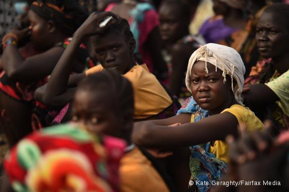 Des femmes attendant la distribution alimentaire dans le camp de Bentiu.
