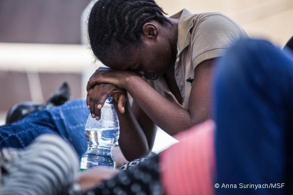 Une migrante reccueillie par le navire Dignity I en août 2015.