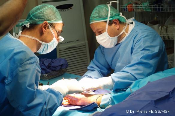 chirurgien anesthesiste salaire Les études et le salaire à la fin du mois, mais je doute qu'il est les m^mes responsabilités.