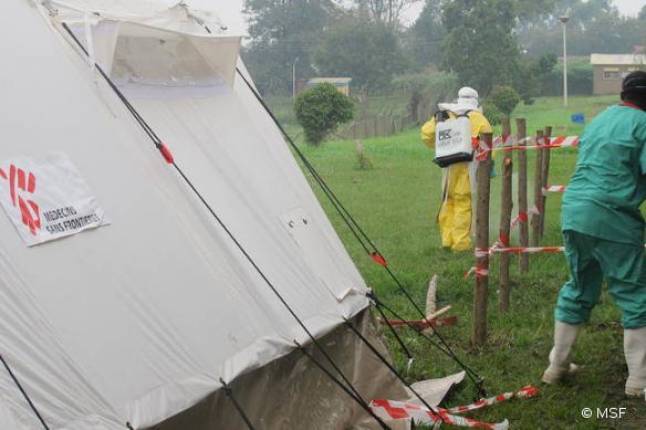 Photo d'une précédente épidémie d'Ebola prise en charge par MSF en Ouganda, en 2012.