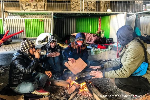 Des migrants dans un campement de fortune à La Chapelle, en 2017.