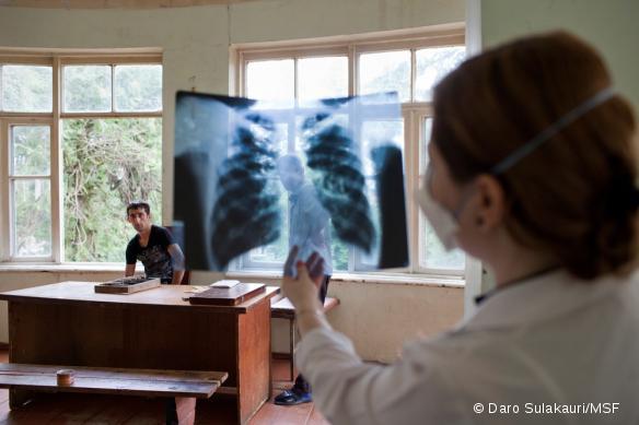 Le Dr Irma Davitadze, au Centre Régional des Maladies Infectieuses de Batoumi, en Géorgie.