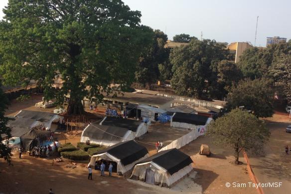 Le centre de prise en charge de l'Ebola à Conakry, en Guinée.