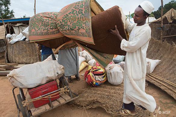 Préaparation avant le départ vers un camp de réfugiés à Goré, Tchad, pour les dernières personnes de la comuunauté musulmane de Bossangoa.