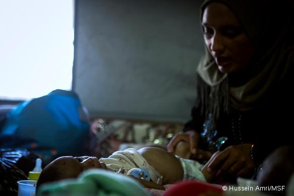 Ali, un bébé âgé de 4 mois, souffrant de déshydratation.