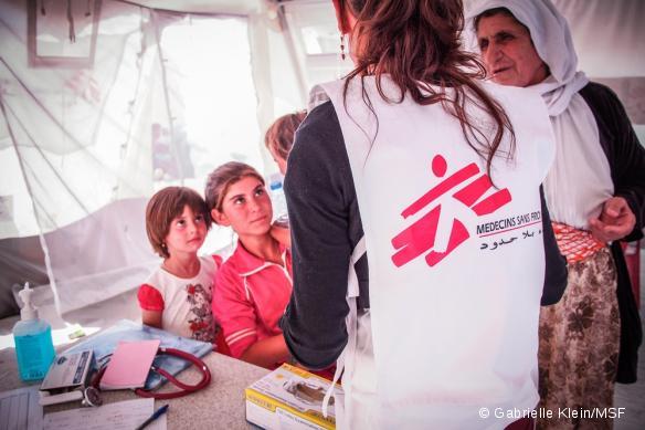 Une consultation médicale pour des déplacés Yazidi dans le camp de Dalal, à Zako, en Irak. Octobre 2014