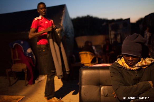 Des réfugiés dans la Jungle de Calais, dans le nord de la France.