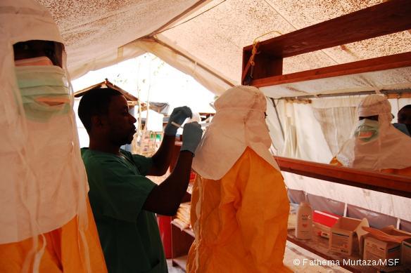 Centre de traitement d'Ebola à Kailahun, Sierra Leone, octobre 2014.