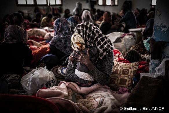 Femmes et enfants sont confinés dans des espaces extrêmement réduits et non adaptés, ici au centre de détention de Sorman, à 60 km à l'ouest de Tripoli.