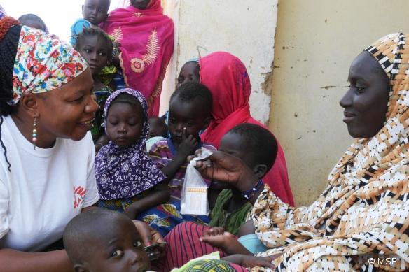Campagne de chimio-prévention du paludisme menée par MSF dans le district d'Ansongo, region de Gao, dans le nord du Mali, en novembre 2015.