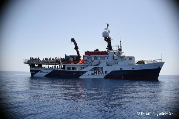 MSF et le MOAS ont lancé le 2 mai une opération commune de recherche, de sauvetage et d'aide médicale en Méditerranée centrale, entre l'Afrique et l'Europe. L'opération se déroulera de mai à octobre, où il est attendu que des milliers de migrants risquent leur vie pour trouver refuge en Europe.