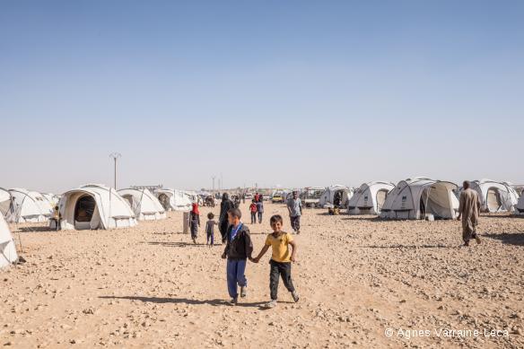 camp situé à une soixantaine de kilomètres de Rakka, accueille près de 15 000 personnes