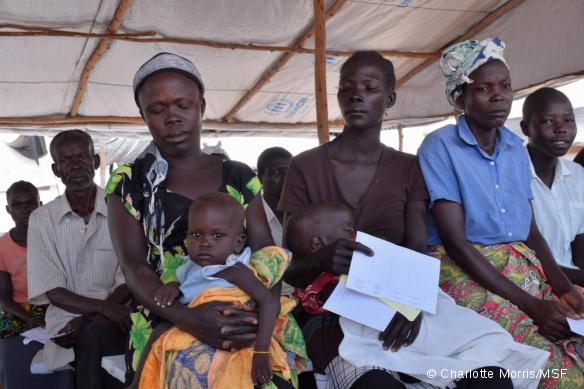 Des patients à la policlinique de MSF dans le camp de réfugiés sud-soudanais de Bidi Bidi, en octobre 2016.