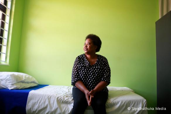 """Poppy Makgobatlou, été victime d'abus de la part de son mari, a été prise en charge par MSF dans un """"centre de santé Kgomotso""""."""