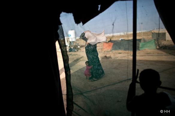 Des réfugiés syriens coincés dans le « berm », entre la Syrie et la Jordanie.