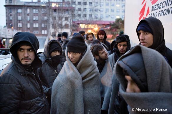 Des réfugiés en attente d'une prise en charge par MSF à Belgrade, en Serbie. Janvier 2017